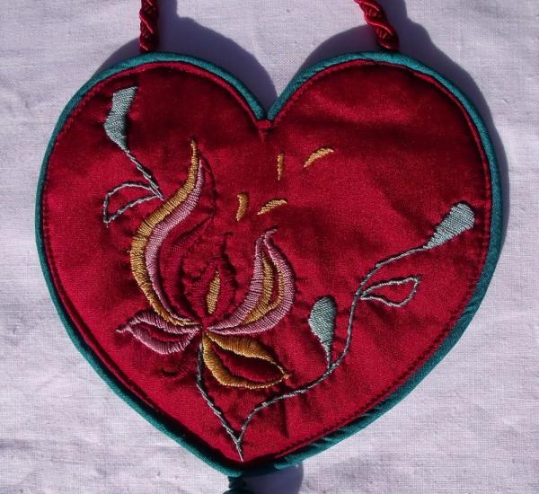Silk purse with magnolia design (hand embroidery)