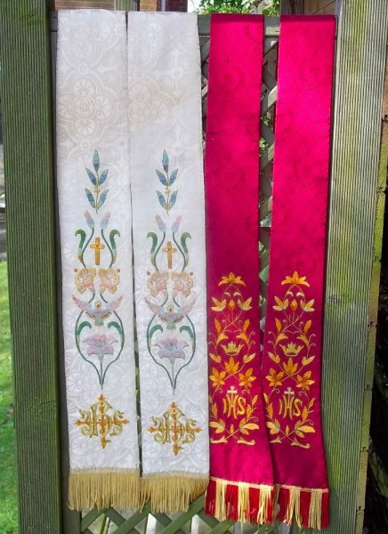 Ecclesiastical scarves: White/gold and red (hand embroidered)