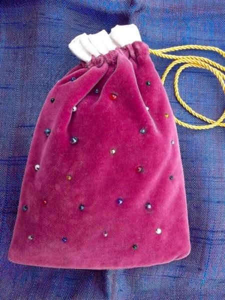 Little beaded bag: hand beaded (back)