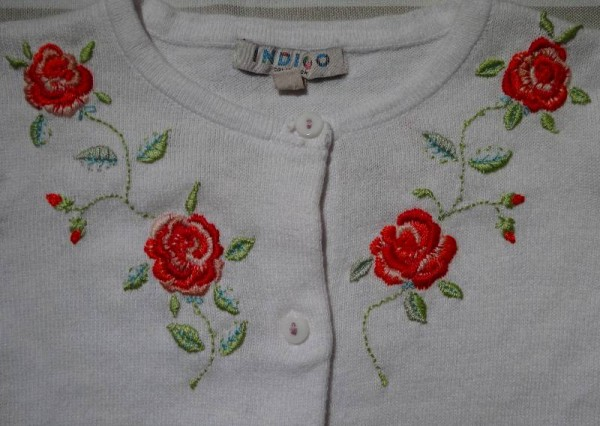 White cotton cardigan embroidered with roses (Mary Addison)
