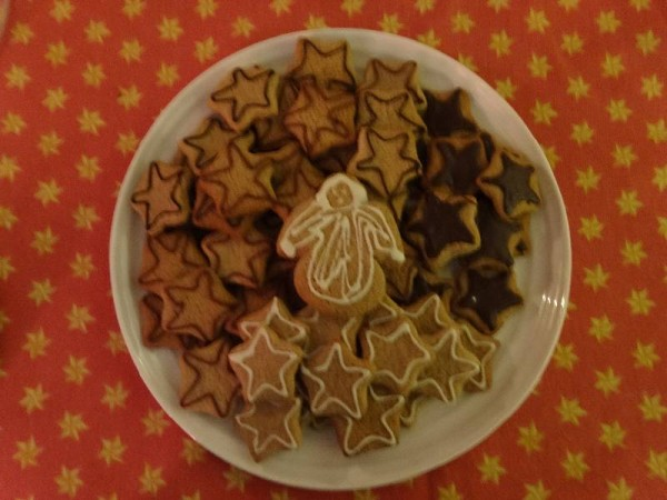 Christmas biscuits: Gingerbread shapes