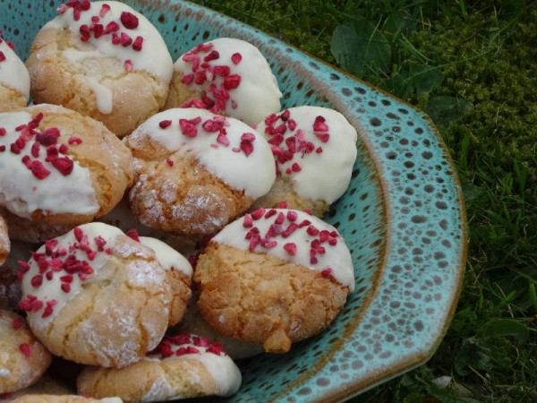 Amaretti dipped in white chocolate with raspberry sprinkles