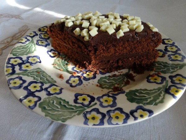 Milk chocolate cake with chocolate fudge icing (made with cocoa powder)