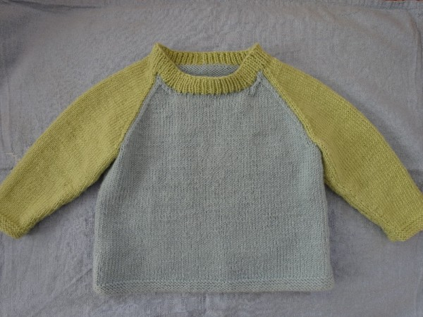 Debbie Bliss's 2 colour raglan sweater in Baby Cashmerino