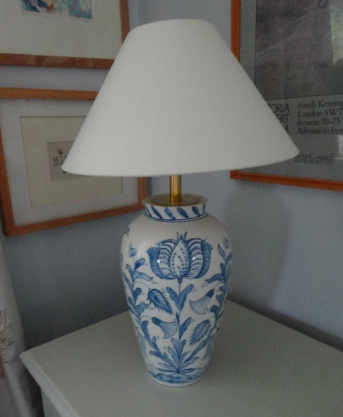 Isis Pottery wigstand lamp in Tulip design