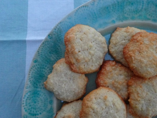 Spanish almond biscuits (from 1001 Cupcakes, Cookies & other tempting treats: ed Susanna Tee; Paragon Books, 2009)