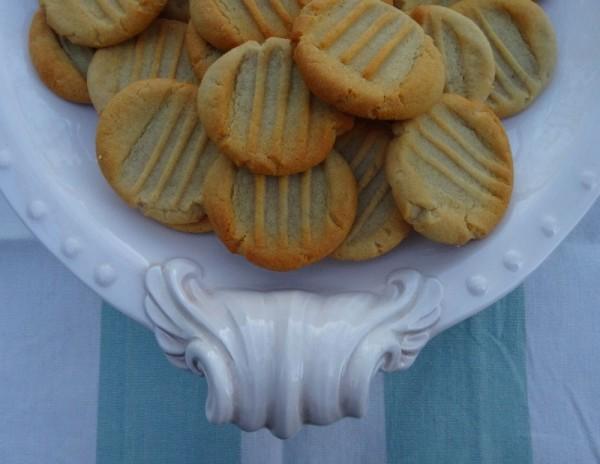 Honey biscuits (from Miranda Gore Browne's 'Biscuit' (Ebury, 2012)