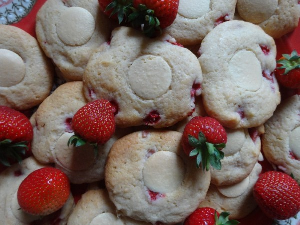 Strawberry &mascarpone biscuits with white chocolate button topping