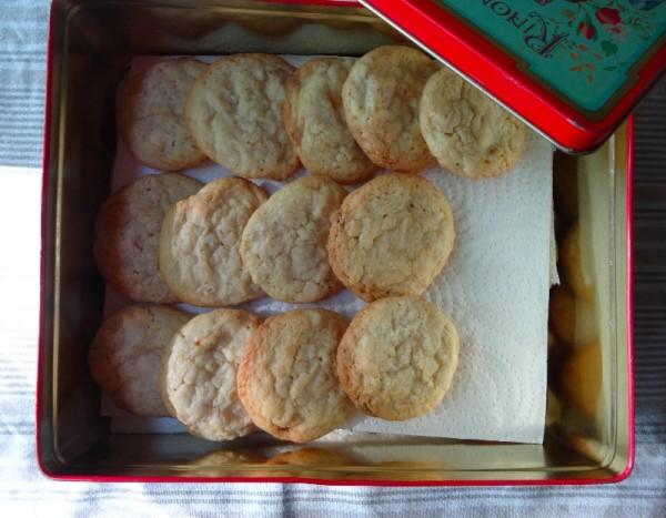 White chocolate chunk cookies (from Philippa Vanstone's 500 cookies  (Apple Press, 2005)